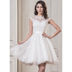 A-Line/Princess Scoop Neck Knee-Length Tulle Wedding Dress With Appliques Lace