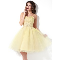 A-Line/Princess Sweetheart Knee-Length Tulle Homecoming Dress With Beading