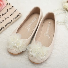 Girl's Leatherette Flat Heel Closed Toe Flats With Imitation Pearl Flower (207095568)