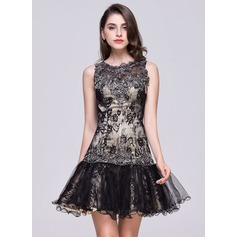 Trumpet/Mermaid Scoop Neck Short/Mini Lace Homecoming Dress