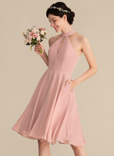 A-Line/Princess Scoop Neck Knee-Length Chiffon Bridesmaid Dress With Lace Pockets