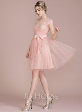A-Line/Princess Knee-Length Tulle Lace Bridesmaid Dress With Bow(s) (007104726)