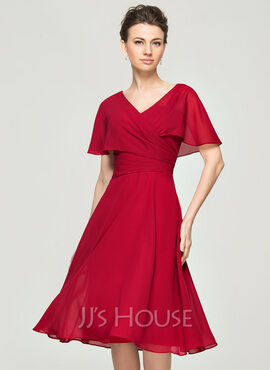 A-Line V-neck Knee-Length Chiffon Cocktail Dress With Ruffle (016111361)