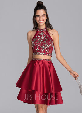 A-Line Scoop Neck Short/Mini Satin Homecoming Dress With Beading Sequins (022206524)