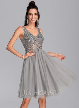 A-Line V-neck Knee-Length Tulle Cocktail Dress With Sequins (016216052)