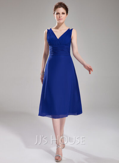 A-Line V-neck Knee-Length Chiffon Cocktail Dress With Ruffle Beading