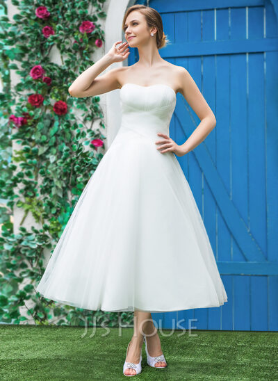 A-Line/Princess Sweetheart Tea-Length Tulle Wedding Dress With Ruffle