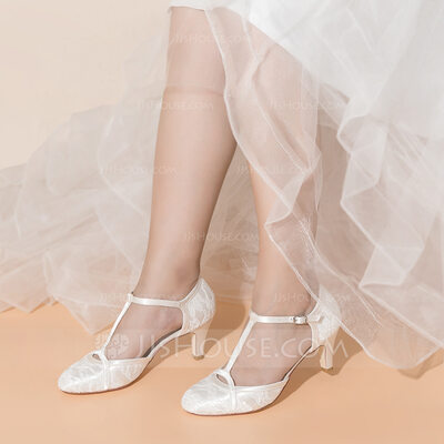Women's Lace Silk Fabric Low Heel Closed Toe With Buckle