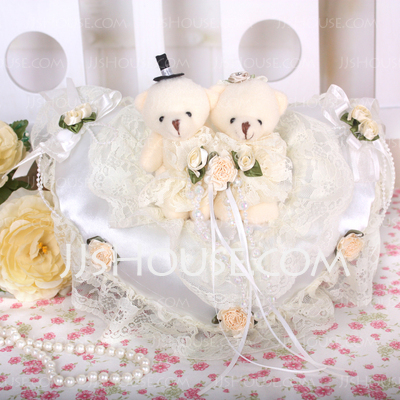 Heart Shaped Ring Pillow With Bear Couple