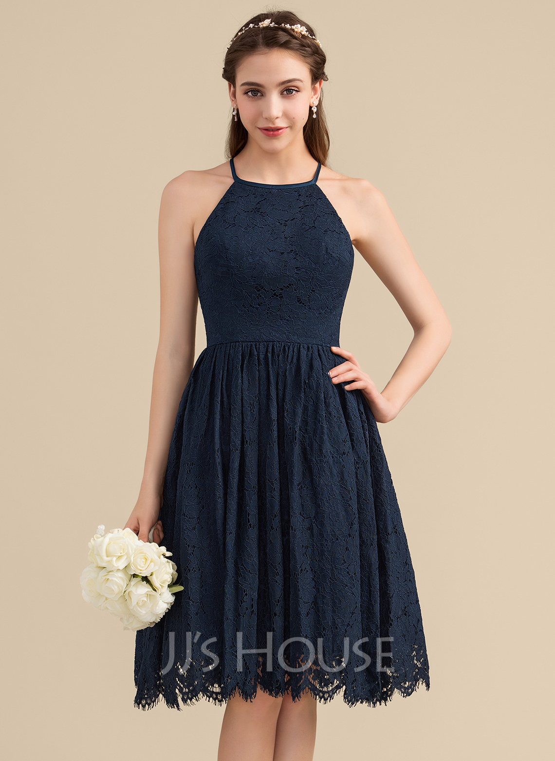 Scoop Neck Knee-Length Lace Bridesmaid Dress