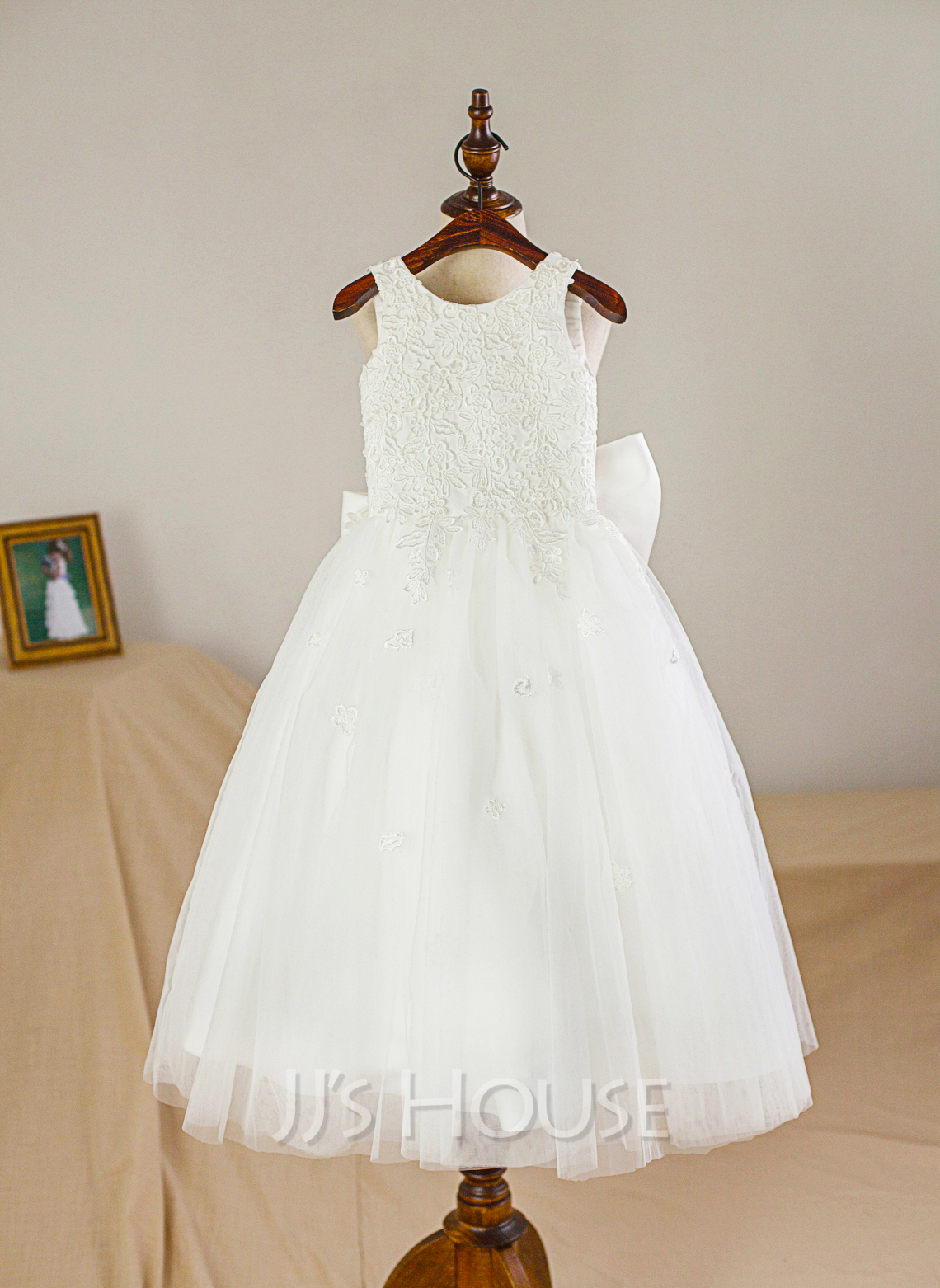 A-Line/Princess Scoop Neck Tea-Length Tulle Junior Bridesmaid Dress With Bow(s)