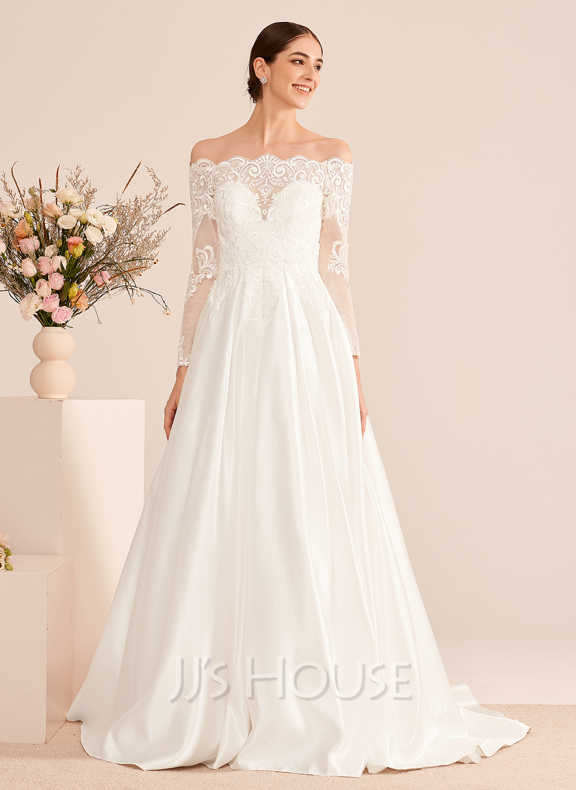 Ball-Gown/Princess Off-the-Shoulder Court Train Wedding Dress With Lace