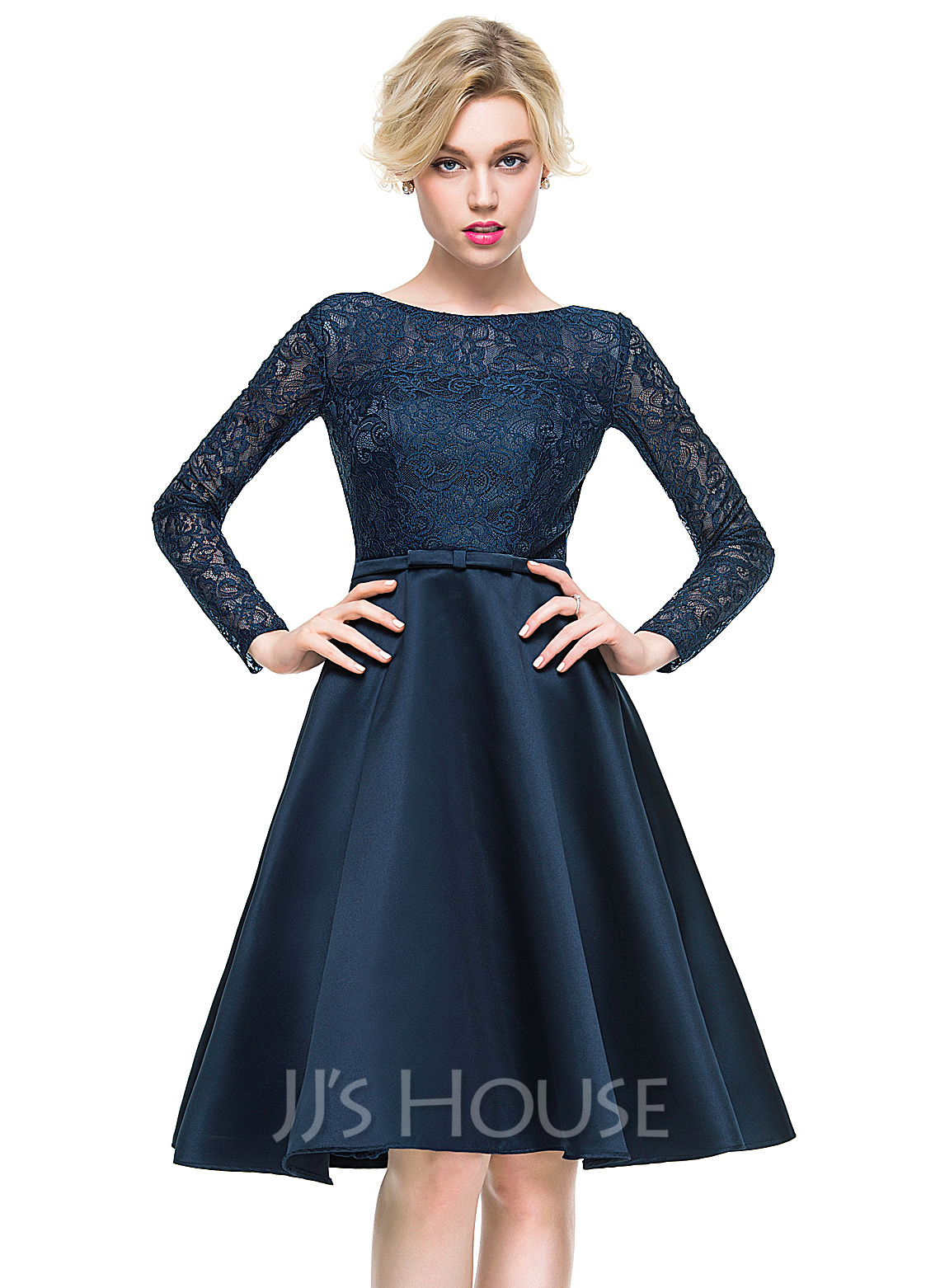 A-Line/Princess Scoop Neck Knee-Length Satin Lace Cocktail Dress With Bow(s)