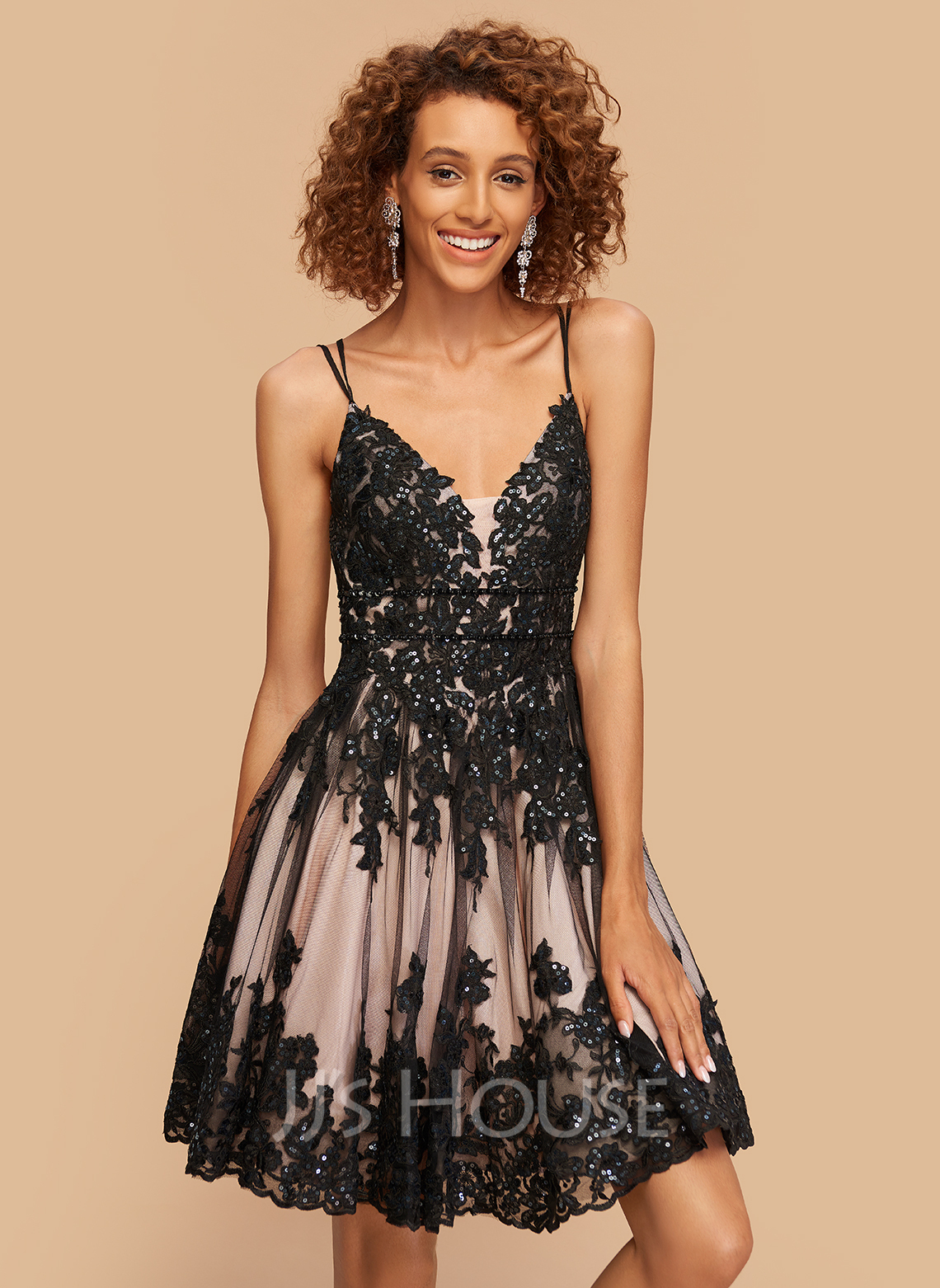 A-Line V-neck Short/Mini Tulle Homecoming Dress With Sequins