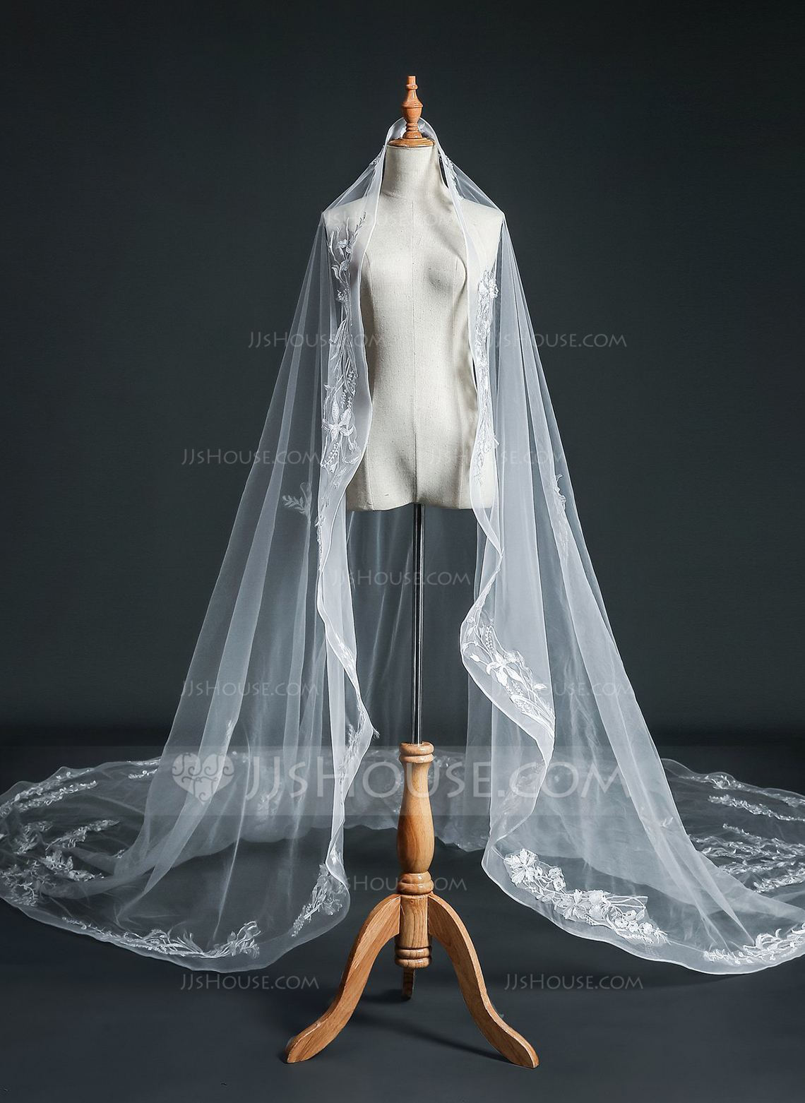 One-tier Pencil Edge Cathedral Bridal Veils With Lace