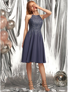 A-Line Scoop Neck Knee-Length Chiffon Prom Dresses With Appliques Lace