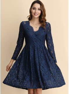 A-Line V-neck Knee-Length Lace Homecoming Dress
