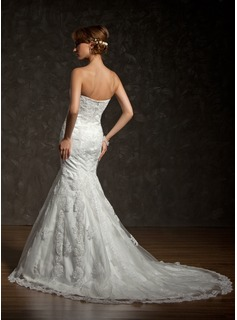 Trumpet/Mermaid Strapless Chapel Train Tulle Lace Wedding Dress