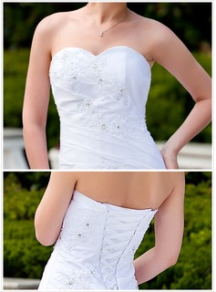 Trumpet/Mermaid Sweetheart Chapel Train Taffeta Wedding Dress With Ruffle Beading Appliques Lace