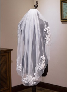 One-tier Fingertip Bridal Veils With Lace