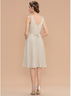 A-Line V-neck Knee-Length Chiffon Bridesmaid Dress With Bow(s) Pleated