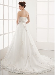 A-Line/Princess Sweetheart Chapel Train Tulle Wedding Dress With Embroidered Lace Beading