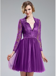 A-Line/Princess V-neck Knee-Length Tulle Lace Cocktail Dress With Beading Sequins