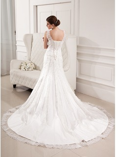 Trumpet/Mermaid V-neck Chapel Train Tulle Lace Wedding Dress With Beading