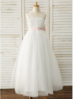 scalloped wedding dress