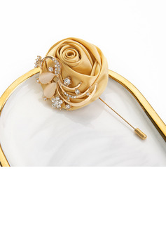 accessories for white cocktail dress