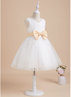 A-Line Knee-length Flower Girl Dress - Tulle/Lace Sleeveless V-neck With Sash/Beading/Bow(s)