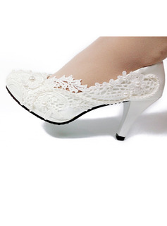 Women's Leatherette Spool Heel Closed Toe With Applique