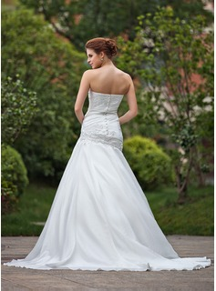 A-Line/Princess Strapless Chapel Train Taffeta Wedding Dress With Ruffle Beading Appliques Lace