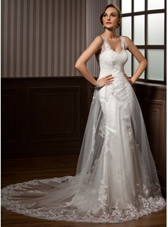A-Line/Princess Sweetheart Chapel Train Tulle Wedding Dress With Ruffle Lace
