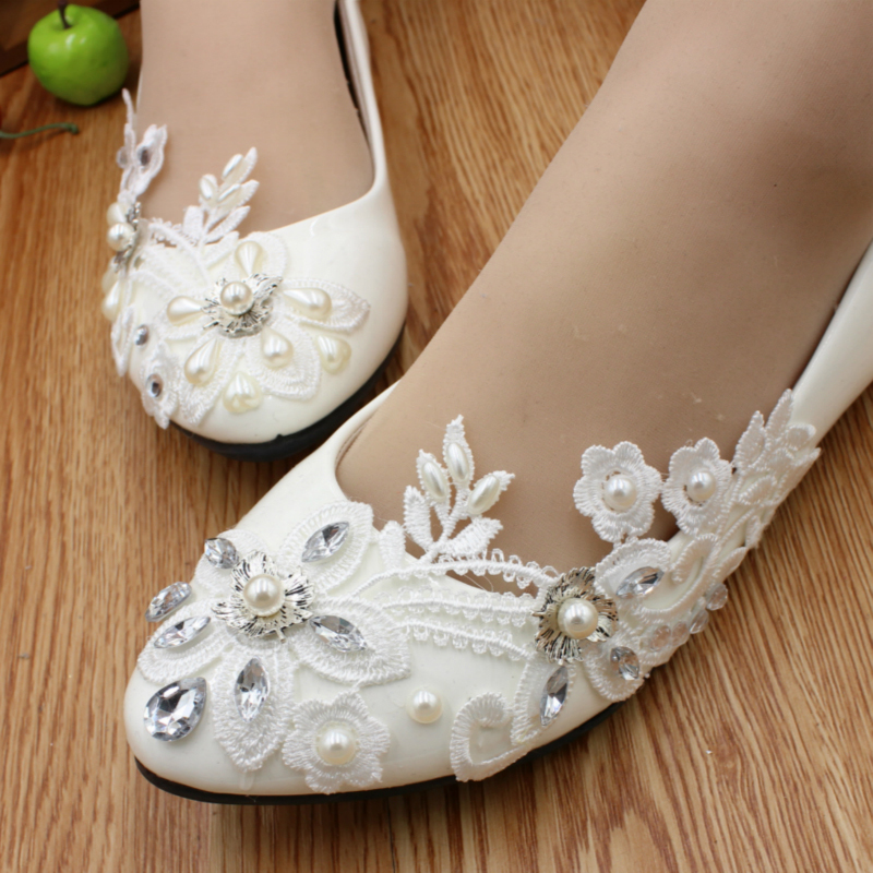 Women's Lace Leatherette Flat Heel Closed Toe Flats With Imitation Pearl Rhinestone Applique