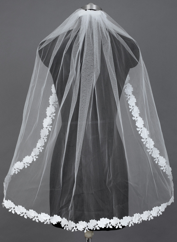 One-tier Fingertip Bridal Veils With Lace Applique Edge