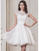 Knee-Length Tulle Wedding Dress With Appliques Lace