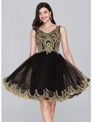 A-Line/Princess V-neck Knee-Length Tulle Cocktail Dress