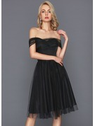A-Line/Princess Off-the-Shoulder Knee-Length Tulle Cocktail Dress