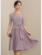 A-Line/Princess Scoop Neck Knee-Length Chiffon Lace Mother of the Bride Dress With Bow(s) Pleated