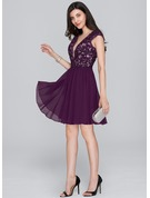 A-Line/Princess V-neck Short/Mini Chiffon Cocktail Dress