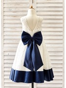 A-Line/Princess Knee-length Flower Girl Dress - Lace Sleeveless Scoop Neck With Bow(s)/V Back
