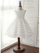 A-Line/Princess Knee-length Flower Girl Dress - Taffeta Sleeveless Scoop Neck