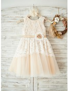 A-Line/Princess Knee-length Flower Girl Dress - Lace Sleeveless Scoop Neck With Flower(s)