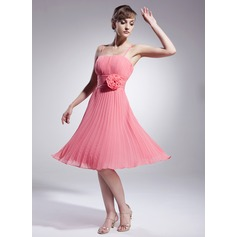 A-Line/Princess Knee-Length Chiffon Bridesmaid Dress With Flower(s) Pleated