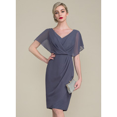 Sheath/Column V-neck Knee-Length Chiffon Mother of the Bride Dress With Ruffle (267196533)