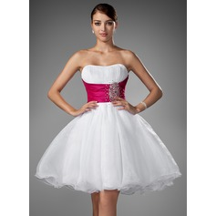 A-Line/Princess Sweetheart Short/Mini Organza Homecoming Dress With Ruffle Sash Beading