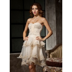 A-Line/Princess Sweetheart Knee-Length Organza Homecoming Dress With Ruffle Beading Appliques Lace