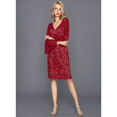 Sheath/Column V-neck Knee-Length Lace Cocktail Dress (016124585)