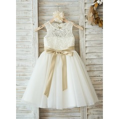 A-Line/Princess Knee-length Flower Girl Dress - Tulle/Lace Sleeveless Scoop Neck With Sash/Bow(s)/Back Hole (010091208)